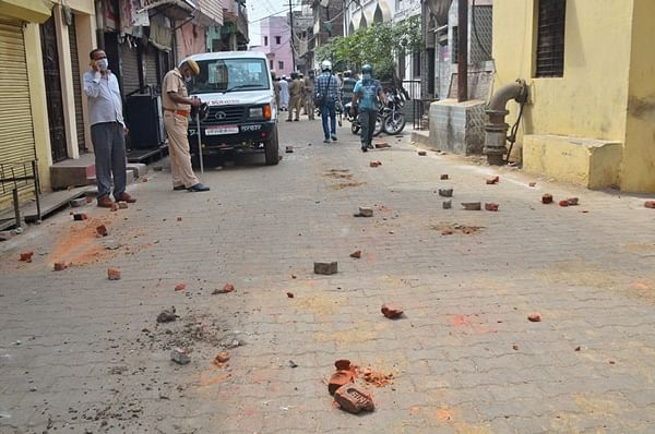 Bhopal: Cops attacked while enforcing night curfew, accused hurl stones, utensils at them