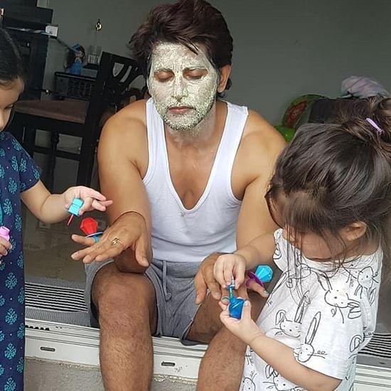 Doting dad Karanvir Bohra turns muse for daughters, wears nail polish in latest Insta pic