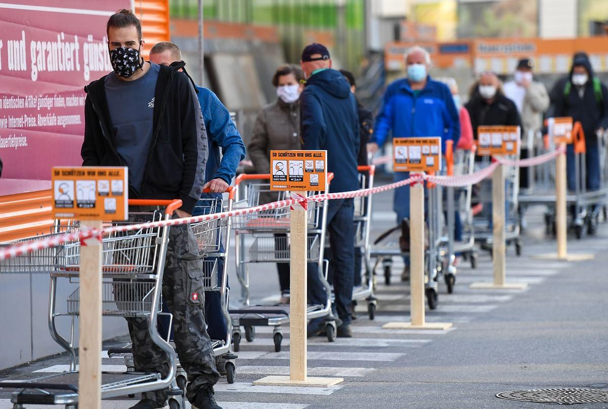 Coronavirus Update: Austrians are back on streets