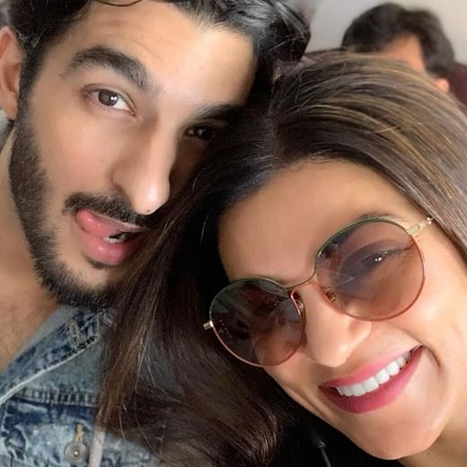 Sushmita Sen claims a news article called her boyfriend 'Rohman Scarf' instead of Rohman Shawl
