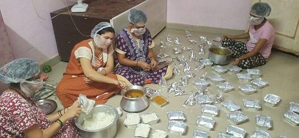 Coronavirus in Mumbai: In pandemic, Badlapur family turns catering business into service for poor