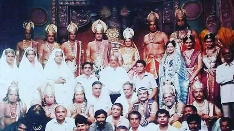 Dipika Chikhlia aka Sita shares an 'epic pic' featuring the entire team of 'Ramayan'