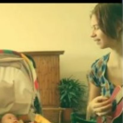 Kalki Koechlin plays ukulele while singing Portuguese lullaby for daughter Sappho; watch video