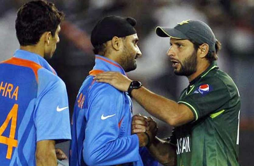 'No religion, no caste, only humanity': Harbhajan Singh bashes trolls for criticising his support to Shahid Afridi's foundation