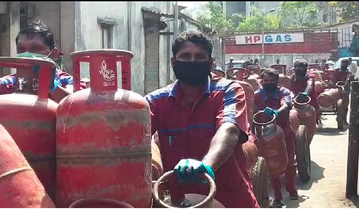 Coronavirus in Maharashtra: MPs Rajan Vichare and Rajendra Gavit demand Rs 50 lakh insurance cover for LPG deliverymen