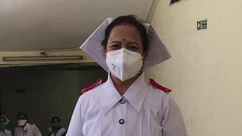 Mumbai: City Mayor puts on nurse outfit to cheer up fraternity