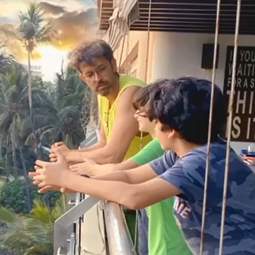 Fan asks Hrithik Roshan if he is smoking in latest picture with sons, actor responds in 'Krrish' style
