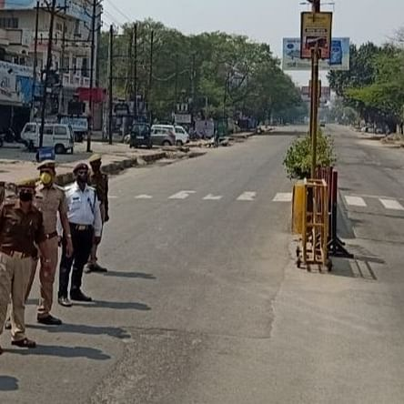 Police personnel attacked in Aligarh while trying to close shops; one cop injured