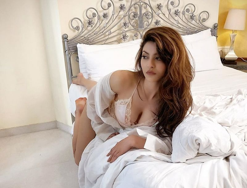 Urvashi Rautela sets the mercury soaring with a sexy bedroom picture