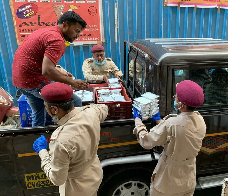 WR and IRCTC distributes 3.68 lakh food packets to the needy