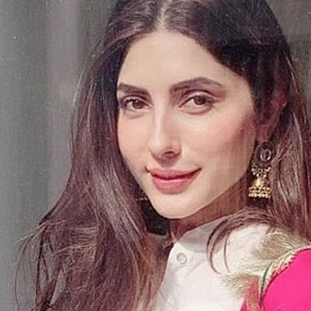 Pak actress Uzma Khan, sister assaulted by woman and her gunmen for alleged affair