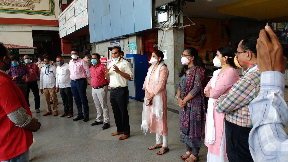 SWR distributes grocery kits to Railway Sahayaks
