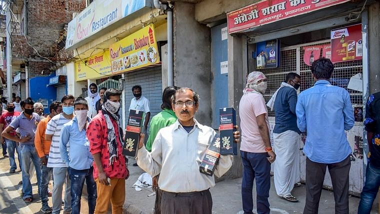 Social distancing norms flouted as liquor stores reopen, Twitter reacts