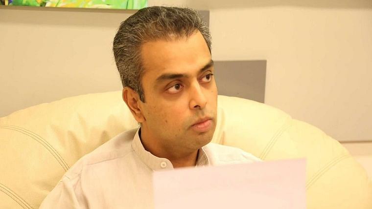 Milind Deora urges CM Uddhav Thackeray to chalk out Mumbai's reopening in consultation with industry and medical experts