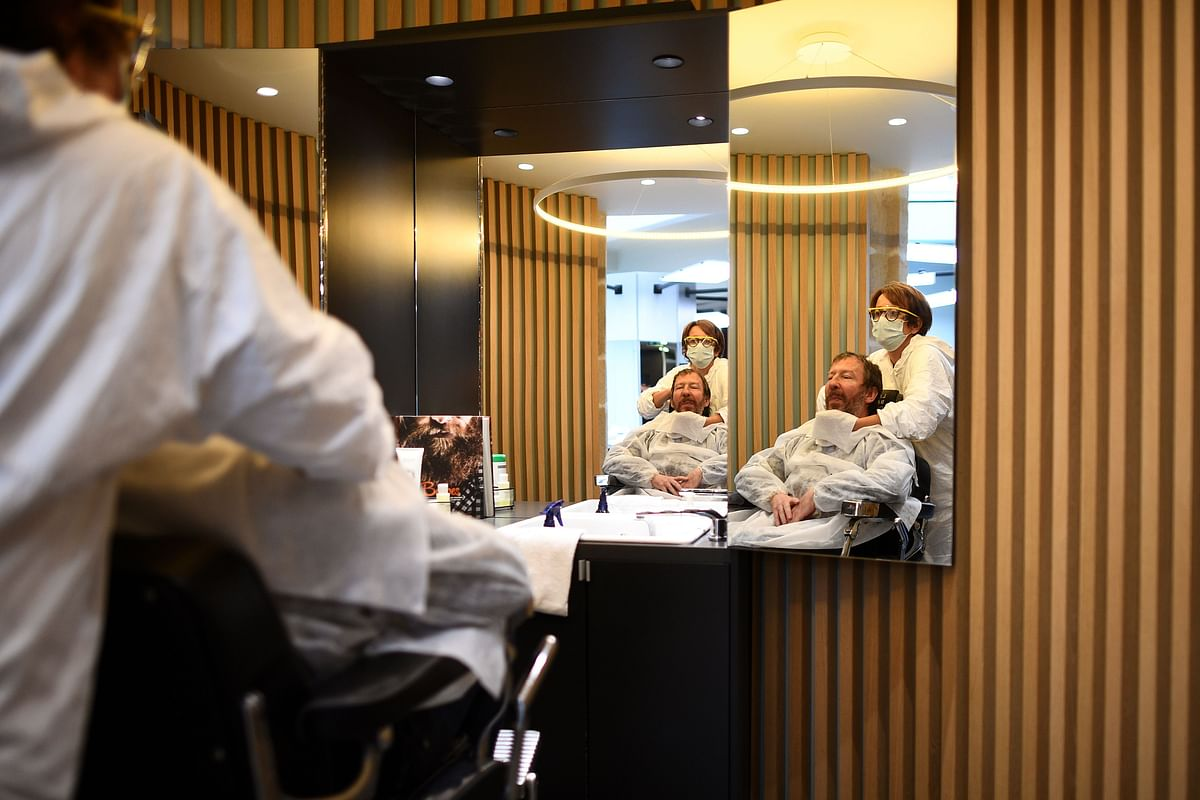 Malls, barber shops and beauty salons reopen across Turkey
