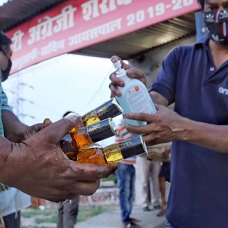 Mira Bhayandar: Tempo driver held for illegally ferrying booze in Uttan