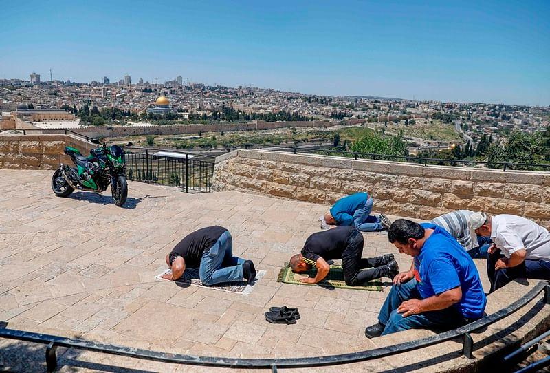Coronavirus update: Muslims in Jerusalem pray outdoors amid virus lockdown