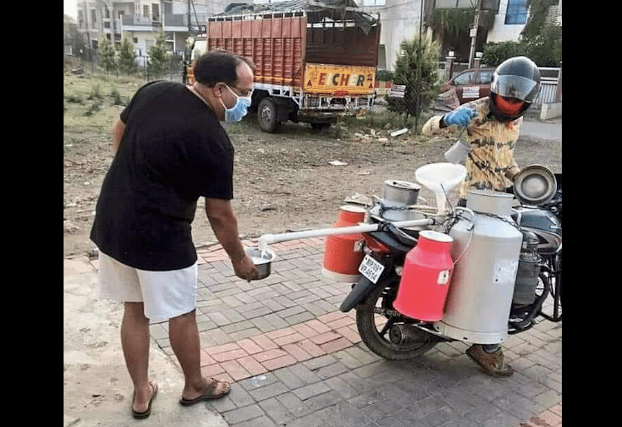 Jugaad in times of Corona: Indore milkman distributes milk while social distancing