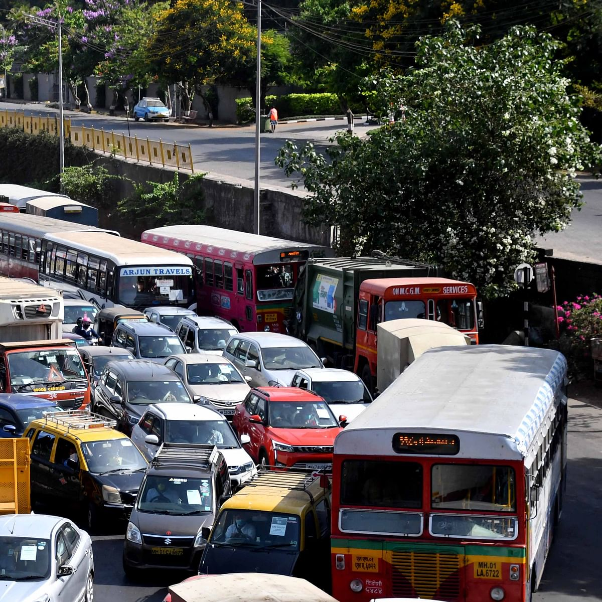 Lockdown 4.0: Citizens' Monday blues lead to heavy traffic congestion
