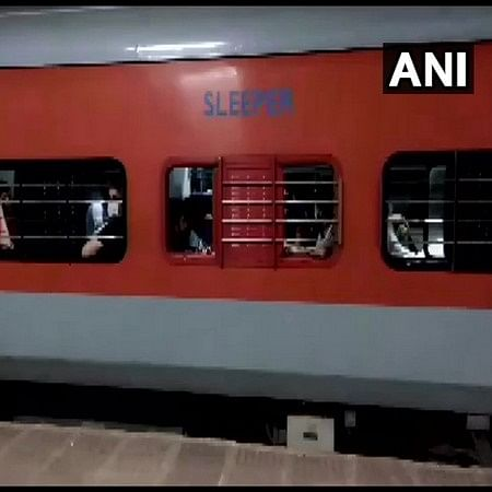 Varanasi: Two migrants found dead in Shramik train