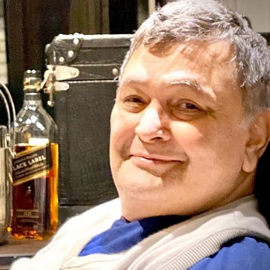 Neetu Kapoor shares rare picture of Rishi Kapoor relishing a glass of whisky that captures his joy for life