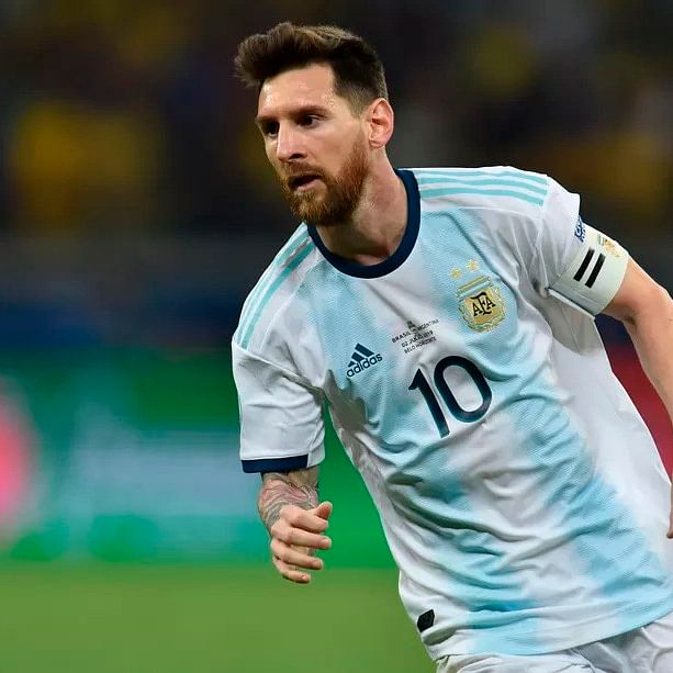 Messi wants to be treated like any other Argentine player, says assistant coach Roberto Ayala