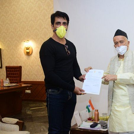 Sonu Sood meets Maha Governor to discuss initiatives taken for safe travel of migrant people