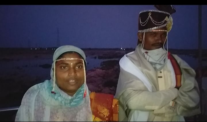 Love across the river border: Couple from two districts in Maharashtra, separated by river, tie the knot
