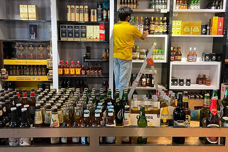 Maharashtra govt collects Rs 300 cr in taxes after liquor shops reopened