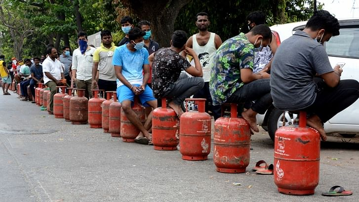 LPG cylinder crosses Rs 800-mark today: This means a BPL household cannot even avail two free LPG a year now?