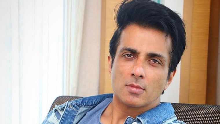 Sonu Sood gets COVID-19 positive girl airlifted from Nagpur to Hyderabad for special treatment