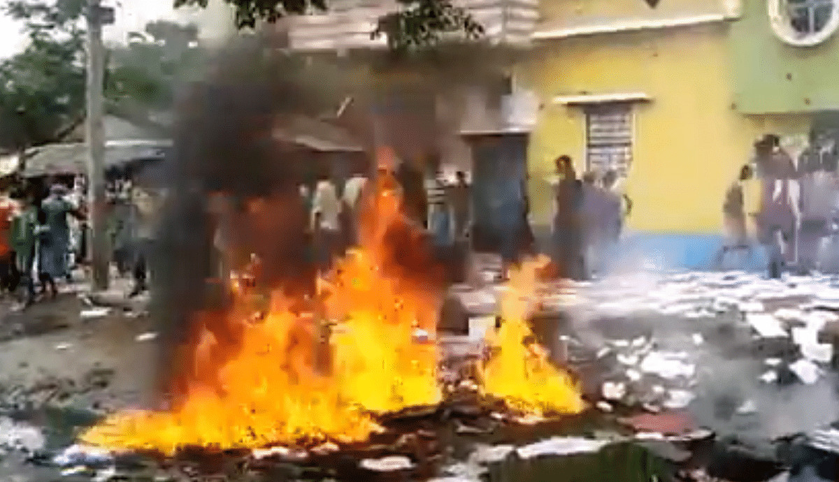 Locals vandalize, torch ration owner's house in Murshidabad alleging malpractices amid lockdown