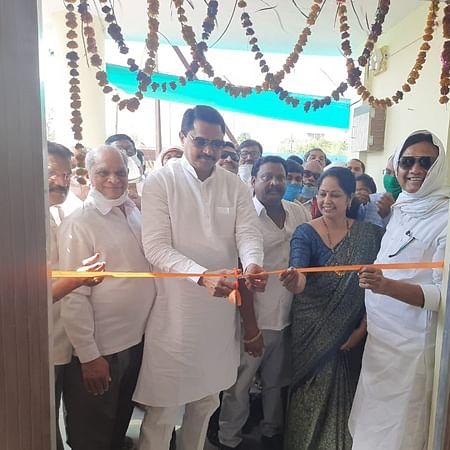 Flouting lockdown rules, Maharashtra Speaker Nana Patole inaugurates Shiv Bhojan centre