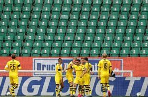 Dortmund close in on Bayern