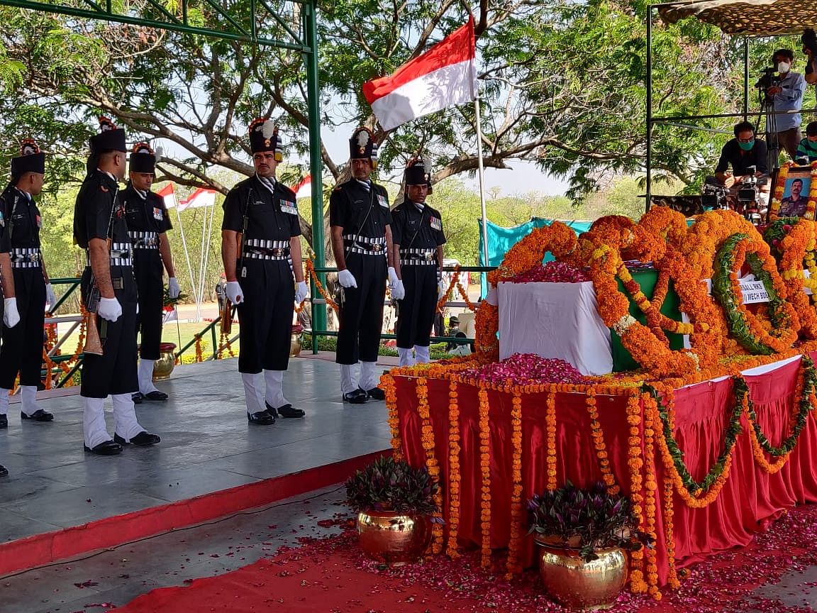 A wreath laying ceremony was held at the Jaipur Military Station's 61 Cavalry ground