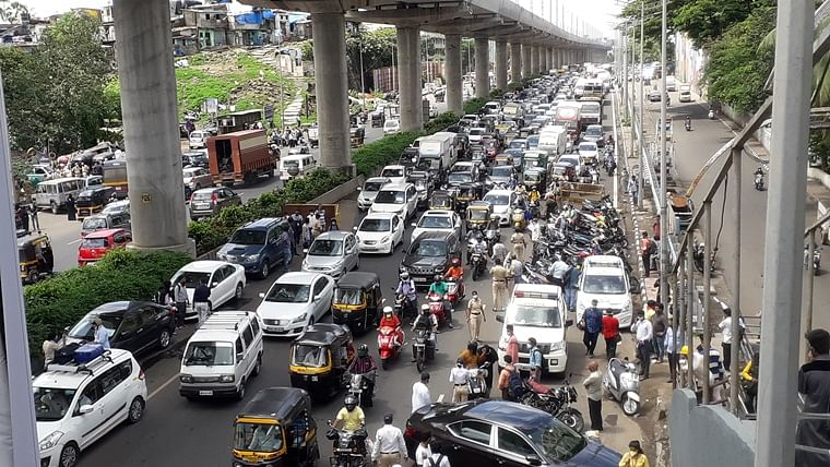 Mumbai Traffic Update: Massive traffic jam on Western Express Highway
