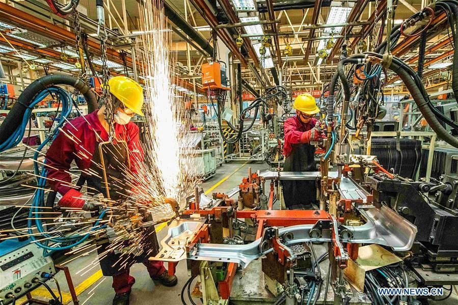 Workers weld at a workshop of an automobile manufacturing enterprise in Qingzhou City, east China's Shandong Province, June 30, 2020. The purchasing managers' index (PMI) for China's manufacturing sector ticked up to 50.9 in June from 50.6 in May, the National Bureau of Statistics said Tuesday.