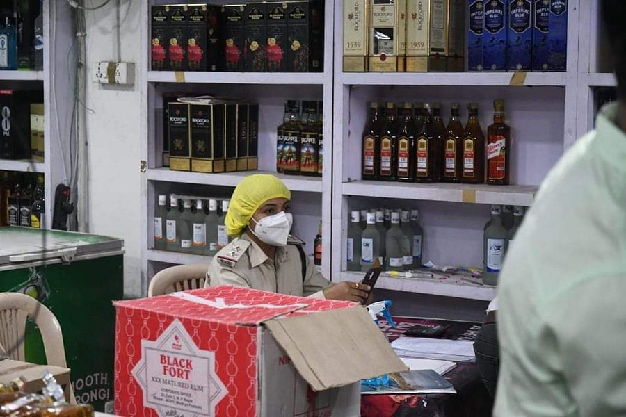 Madhya Pradesh: After heavy criticism,  government rolls back order of women serving at liquor shops