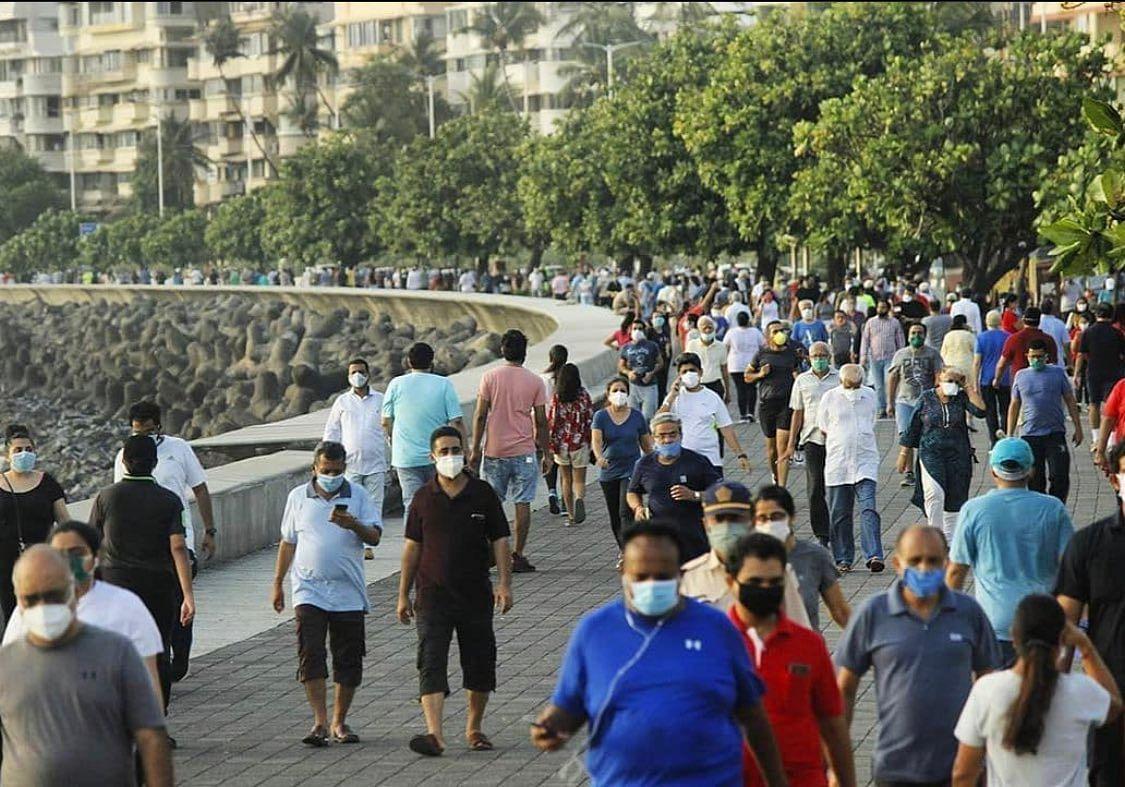 Mumbaikars flock to Marine Drive, Twitter says 'Better call marnewaalo ka drive'