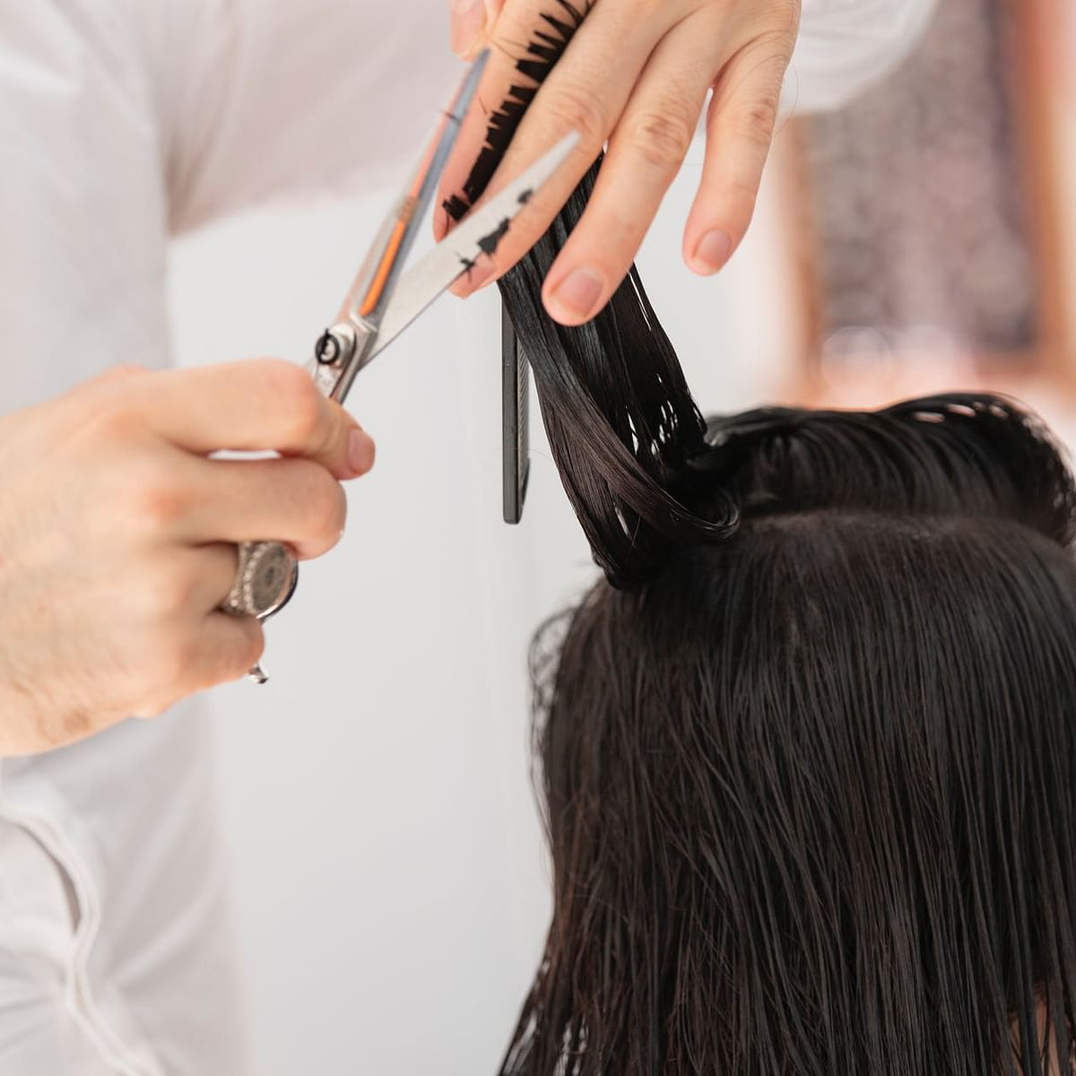 Helping hand:  Mumbai hairdresser gives free haircuts to poor children amid lockdown