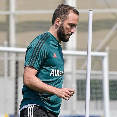 Juventus forward Gonzalo Higuain injured as Serie A prepares to resume