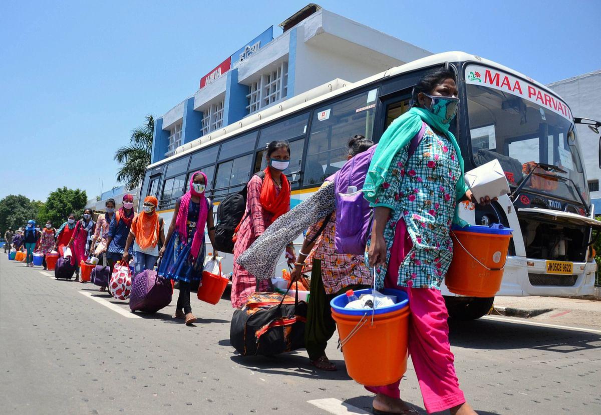 Coronavirus in  Mumbai: Tired of waiting, migrants help themselves get home