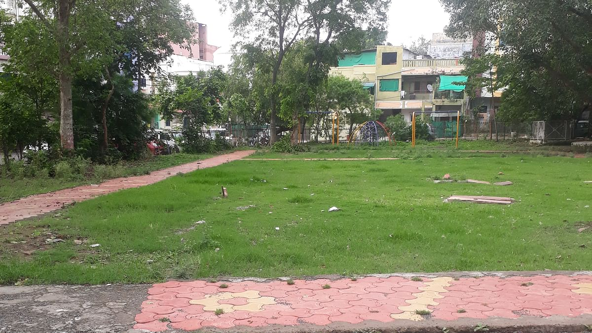 Bhopal: BMC commissioner visits city parks, unhappy with condition
