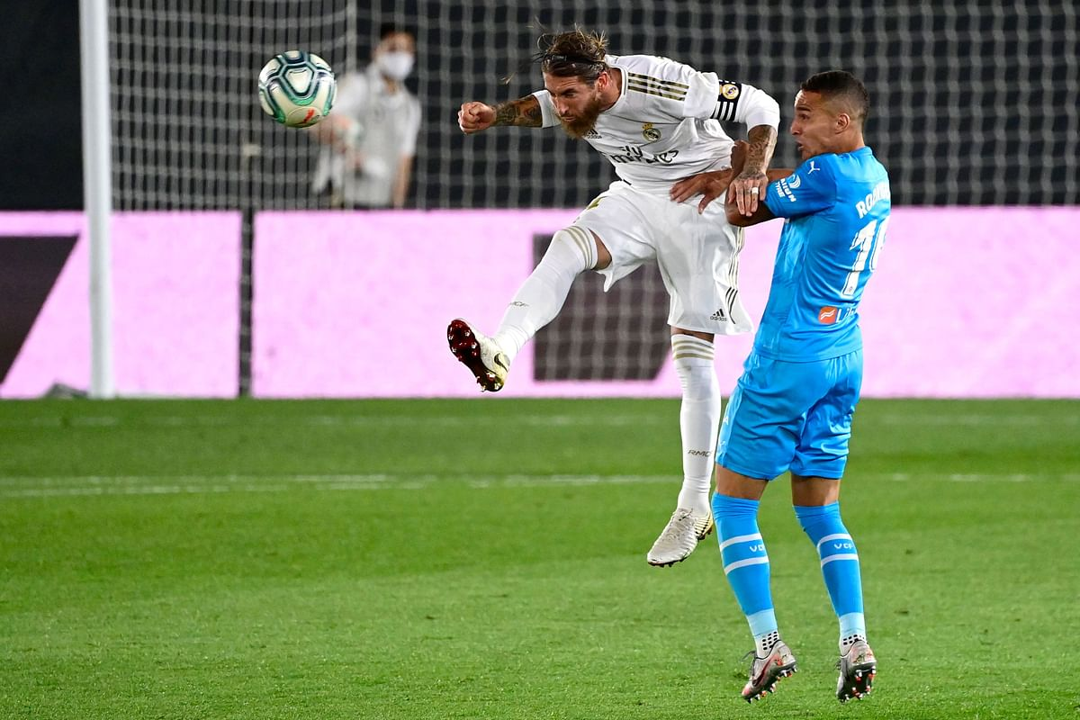 Real Madrid keep pace with Barcelona
