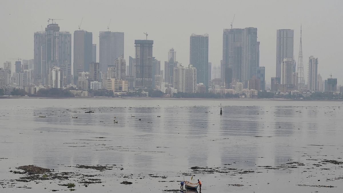 Weather Update: Light showers in Mumbai, Thane; AQI remains very poor category