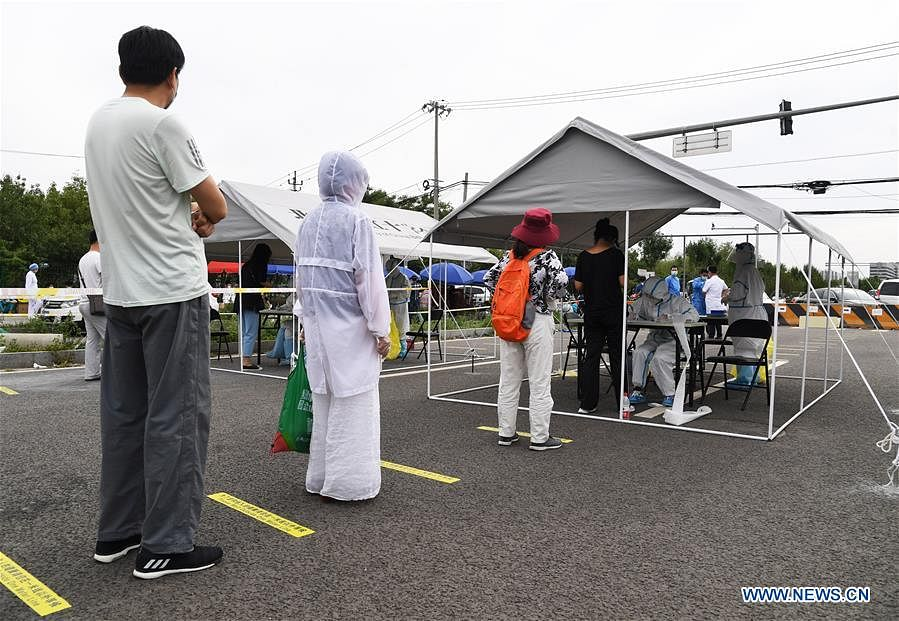 Photo taken on June 15, 2020 shows a temporary sampling site in Fengtai District of Beijing, capital of China. Beijing on Sunday conducted nucleic acid tests on 76,499 people, with 59 testing positive for COVID-19, according to a press conference held Monday. As of 6 a.m. Monday, 193 sampling sites had been set up across Beijing to facilitate nucleic acid testings, said Gao Xiaojun, spokesperson for the municipal health commission.