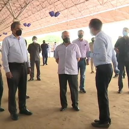 Delhi govt to build 10,000-bed makeshift hospital for COVID-19 patients; Lt Guv Anil Baijal visits site