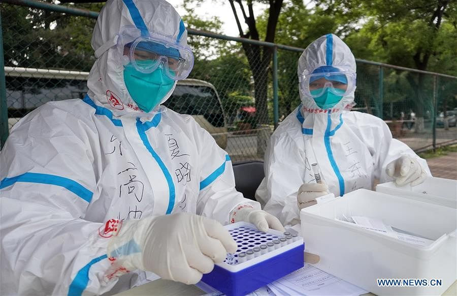 Medical workers collect samples for nucleic acid tests at a sampling site in Fengtai District of Beijing, capital of China, June 15, 2020. Beijing on Sunday conducted nucleic acid tests on 76,499 people, with 59 testing positive for COVID-19, according to a press conference held Monday. As of 6 a.m. Monday, 193 sampling sites had been set up across Beijing to facilitate nucleic acid testings, said Gao Xiaojun, spokesperson for the municipal health commission.