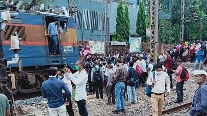 Coronavirus in Mumbai: Railway employees staged rail roko protest, workmen's special train stopped
