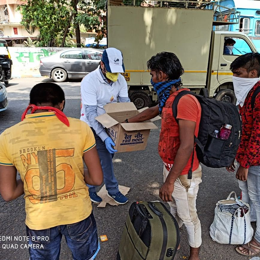 Theplas come to the rescue of migrant workers stuck in Mumbai